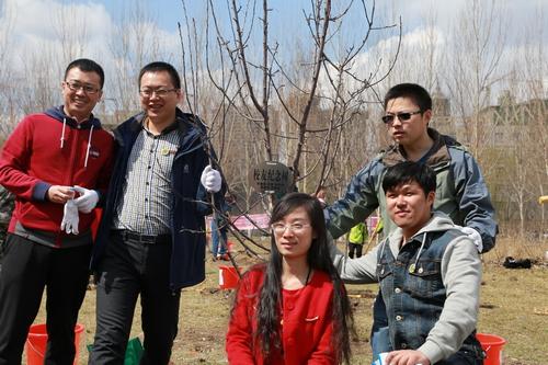 我校成功举办首届校友植树节-东北农业大学