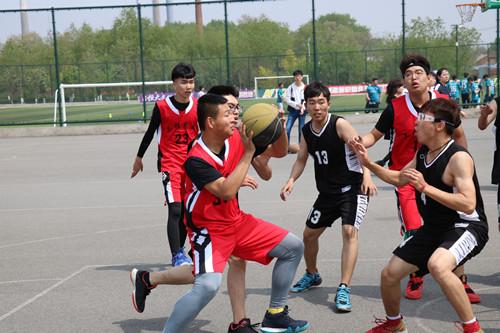 工程学院举办学生年级篮球赛